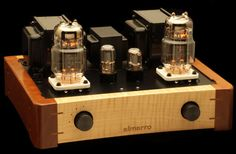 ... Logo, knobs and wood contrast