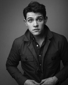 I love Casey Cott he is unnaturally perfect!
