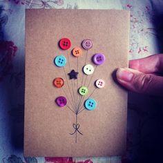 eine karte mit kleinen bunten knöpfen dekorieren - bastelideen