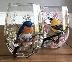 Painted Glass Vases, Painted Wine Bottles, Painted Wine Glasses, Glass Bottle Crafts, Bottle Art, Glass Painting Designs, Crystal Glassware, Bottle Painting, Painting Patterns