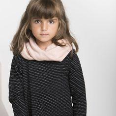 SILMU neulostuubihuivi, puuteriroosa - vanilja | NOSH verkkokauppa | Tutustu nyt lasten syksyn 2017 mallistoon ja sen uuteen PUPU vaatteisiin. Ihastu myös tuttuihin printteihin uusissa lämpimissä sävyissä. Tilaa omat tuotteesi NOSH vaatekutsuilla, edustajalta tai verkosta >> nosh.fi (This collection is available only in Finland)
