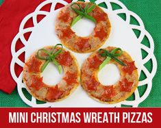 How to Make Mini Christmas Wreath Pizzas! on http://pizzazzerie.com
