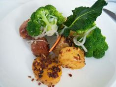 Broccoli meets potato and sausage