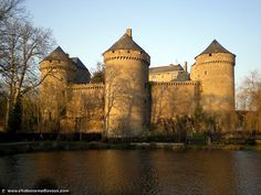 Lassay-les-Châteaux - Yahoo Search Results, Mayenne, Loire Valley Classic Architecture, Ancient Architecture, Photo Chateau, Chateau Medieval, Castle Pictures, French Castles, Château Fort, French Chateau, Fortification