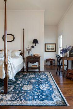 A blue rug for a contemporary bedroom. #modernrugs #rugs #designrugs See more at: contemporaryrugs.eu/