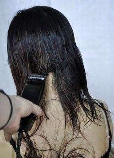 Oval Face Hairstyles, Undercut Hairstyles, Girl Hairstyles, Shaved Hairstyles, Shaved Hair Women, Half Shaved Hair, Flat Top Haircut, Girls Short Haircuts, Bald Hair