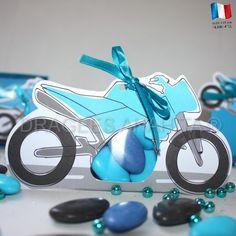 Un contenant à dragées en forme de moto, prenez le départ de la course et placez votre cérémonie de baptême ou d'anniversaier en pôle position.