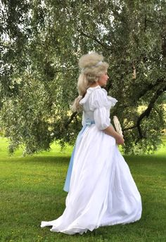 Antes de que el automóvil: Robe à l'anglaise (2008) y la camisa a la Reina (2011) revisitado