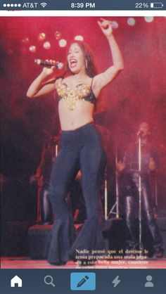 Selena wearing a outfit she only wore 2 times(rare picture) Selena Quintanilla Perez, Selena Mexican, Mexican American, Jenni Rivera, I Miss Her, Now And Forever, Aaliyah, American Singers, My Idol