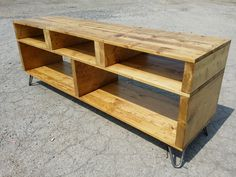Tv table stand diy recycled pallet media console table wood stand making a solid and Pallet Furniture Tv Stand, Pallet Tv Stands, Furniture Makeover, Diy Furniture, Furniture Design, Garden Furniture, Farmhouse Furniture, Homemade Furniture, Furniture Websites