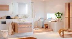 vägghängd toalett och handfat -