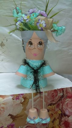 Granny planter - All About Flower Pot Art, Clay Flower Pots, Flower Pot Crafts, Clay Pots, Clay Pot Projects, Clay Pot Crafts, Diy Clay, Diy And Crafts, Flower Pot People
