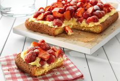 Top 10 Creamy Dessert Recipes To Make With Custard Takes me back to school days. Stork Recipes, Cupcake Recipes, Cupcake Cakes, Desserts Menu, Dessert Recipes, Custard Cake, Custard Recipes, Sweet Pie, Strawberry Recipes