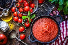 A legfinomabb Marinara szósz: kötelező alaprecept az olasz konyha szerelmeseinek - Receptek   Sóbors Best Tomatoes For Sauce, How To Make Tomato Sauce, Homemade Tomato Sauce, Canned Tomato Sauce, How To Can Tomatoes, Plum Tomatoes, Tomato Soup, Sauce Marinara, Healthy Recipes