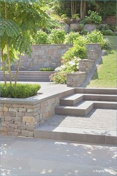 garten am hang Projekt quot;Garten am Hangquot; Terraced Landscaping, Landscaping With Rocks, Front Yard Landscaping, Landscaping Ideas, Terraced Backyard, Natural Landscaping, Outdoor Landscaping, Sloped Backyard, Sloped Garden