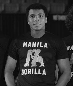"""Ali bei der Präsentation vor dem """"Thrilla in Manila"""""""