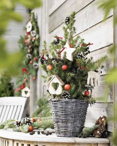 Note the basket~ dry brush paint with dove gray Belgium baskets