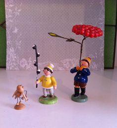 Erzgebirge: drei Figuren Blumenkinder Insekt alt in Antiquitäten & Kunst, Volkskunst, Erzgebirge | eBay