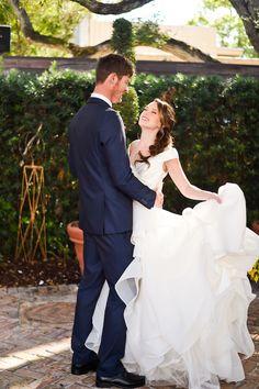 ♥♥♥  Um casamento inspirado no filme A Bela e a Fera Que o amor deve ser digno de um conto de fadas, nós sabemos. Mas e se for um casamento inspirado no filme a Bela e a Fera? Aí é de derreter o coração! http://www.casareumbarato.com.br/um-casamento-inspirado-no-filme-a-bela-e-a-fera/
