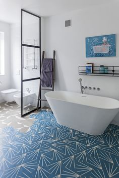 łazienka / bathroom our project #idea #elegant #colors #blue #beige #bathtub #patterns  #inspiration #interiordesign #inspiracje #wnętrza Clawfoot Bathtub, Bathroom, Washroom, Full Bath, Bath, Bathrooms