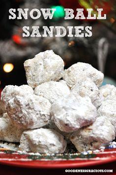 Snowball Sandies: Easy to make holiday favorite #HolidayBaking