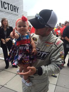 .@J_Allgaier's daughter Harper is sporting her dad's number at driver intros! His No. 1 fan! :) How cute? -KC pic.twitter.com/31Y7m5pcJf