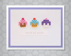 Perler Bead Dimensional Cupcakes Birthday Card - The cards you give add some dimension! This cute Perler Pearl Cupcake Trio make this graphics card - Perler Bead Designs, Hama Beads Design, Diy Perler Beads, Perler Bead Art, Hamma Beads Ideas, Art Perle, Motifs Perler, Peler Beads, Iron Beads