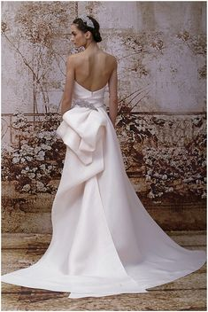 Wow! How elegant and soft is that gorgeous bow-backed white wedding gown? We just love French wedding dress designer Monique Lhuillier!