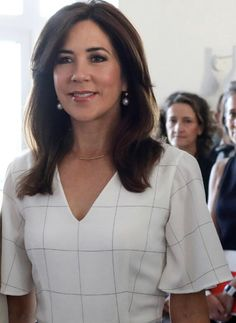 24 June 2019 - Working visit to Paris (day visit to Centre Pompidou with First Lady Brigitte Macron and lunch at Elysee Palace Denmark Royal Family, Danish Royal Family, Royal Look, Royal Style, Cut And Style, Her Style, Danish House, Mary Donaldson, Pictures Of Princesses