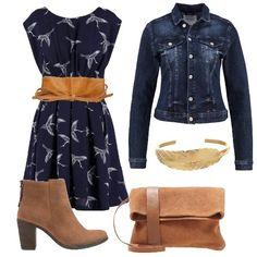 Look adatto per tutti i giorni composto da vestito blu navy arricchito da una cintura con chiusura a nodo, giacchetto jeans e tronchetto color cognac. Completano l'outfit pochette cognac e bracciale oro.