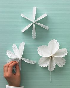 Discover thousands of images about Doily Star Tree-Topper - Martha Stewart Holiday & Seasonal Crafts Flower Crafts, Diy Flowers, Paper Flowers, Doilies Crafts, Paper Doilies, Paper Doily Crafts, Diy Paper, Paper Crafting, Paper Art