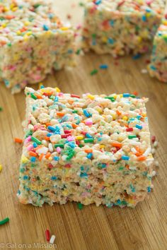 Funfetti Rice Krispy Treats are so good! A delicious and basic rice krispy treat recipe that is packed with colorful, funfetti sprinkles. Having one of these will definitely brighten up your day. Rice Krispy Treats Recipe, Rice Crispy Treats, Krispie Treats, Recipe Treats, Smores Dessert, Rice Krispies, Fete Marie, Trolls Birthday Party, Kids Birthday Treats