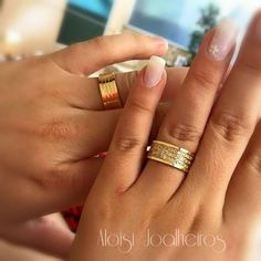 Par de Alianças super luxo com 110 diamantes - ATRI Diamond Wedding Rings, Wedding Ring Bands, Diamond Engagement Rings, Couple Bands, Matching Wedding Bands, Ring Crafts, Ring Designs, Rings For Men, Srilankan Wedding