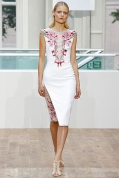 Julien Macdonald Spring 2015 Ready-to-Wear Collection Photos - Vogue