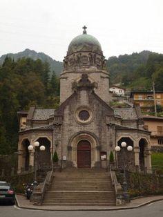 Risultati immagini per tempio dei caduti san pellegrino terme. bergamo San Pellegrino, Notre Dame, Building, Travel, Viajes, Buildings, Traveling, Trips, Tourism