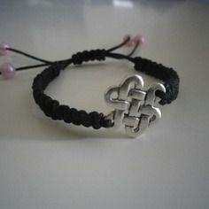 Bracelet en macramé noir , bijoux , idée cadeau , anniversaire