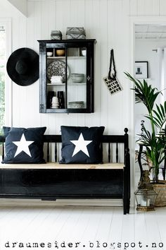 Switch out the palm for a pine and change the walls to country blue and darken the floor. Everything else looks country. Looks Country, Country Blue, Country Chic, Home And Living, Living Room, Black And White Interior, Black White, Interior Decorating, Interior Design