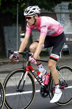 Dutch cyclist Tom Dumoulin, of Sunweb, rides at the start of the 13th stage of the 100th Giro d'Italia, Tour of Italy cycling race, from Reggio Emilia to Tortona on May 19, 2017 in Reggio Emilia..Tom Dumoulin finished close behind in the race leader's pink jersey to maintain his 2min 23sec lead over race favourite and 2014 champion. / AFP PHOTO / LUK BENIES