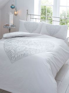 pretty and simple silver bedding set