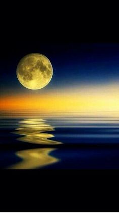 The Moon - mother nature Beautiful Sky, Beautiful Landscapes, Beautiful Images, Beautiful Paintings Of Nature, Shoot The Moon, Amazing Nature, Amazing Sunsets, Belle Photo, Pretty Pictures