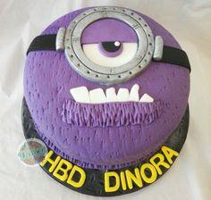 Minions Cake (Antiminion Dolcapop) Minions, Birthday Cake, Desserts, Food, The Creation, Tailgate Desserts, Deserts, The Minions, Birthday Cakes