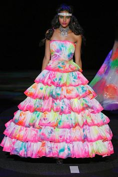 Betsey Johnson Spring 2011. love the dress. hair, makeup, jewelry, not as much :P but the dress!