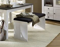 Ergänzen Sie den Esstisch mit dieser Sitzbank. Für besseren Sitzcomfort sorgt das Klemmkissen. Landhaus Sitzbank Lärche/ Polster braun 22-00538