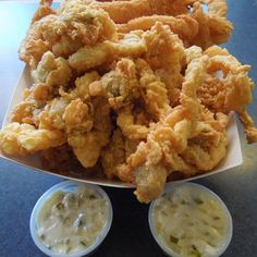 Fried clams and summer go hand in hand. Throw in some creamy chowder and crispy clam cakes, and your seafood feast is complete. Check out these 15 top clam shacks that epitomize that fine summertime … Clam Recipes, Best Seafood Recipes, Prawn Recipes, Fish Recipes, Oyster Recipes, Recipies, Fish Dishes, Seafood Dishes, Main Dishes