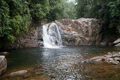 Cachoeira na Reserva Florestal  Sinharadja, Sri Lanka.  Fotografia: Horvath Bence no Flickr.