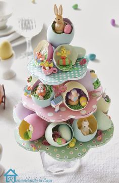 Easter egg tree centerpiece Painted egg shells are the homes to lots of tiny Easter fellows. Learn how to create this centerpiece to adorn your Easter table. Easter Projects, Easter Crafts, Easter Ideas, Easter Decor, Easter Centerpiece, Easter Tree Decorations, Shell Decorations, Tree Centerpieces, Diy Projects