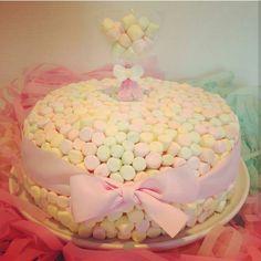 : @pyntepikene wow for en kake! Denne måtte vi bare dele med dere! #marshmallow #kake #delikat #beautiful #inspo #cake #detlilleekstra #dinbabyshower #nettbutikk #babyshower #dåp #navnefest #fødsel www.dinbabyshower.no