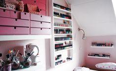 Makeup Storage- I love the nail polish storage! Rangement Makeup, Make Up Studio, Studio 42, Makeup Storage Organization, Storage Ideas, Organization Ideas, Storage Solutions, Cosmetic Storage, Bathroom Organization