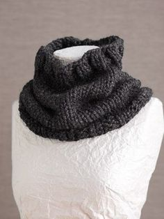Basic Cowl--chuncky yarn, big needles, super fast. There is still time to make several of these for the women on your list! Free pattern..