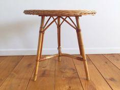 Table basse tripode en rotin vintage 70